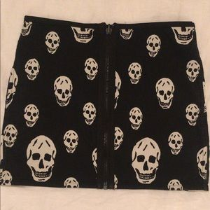 Reversible Betsy Johnson skirt 🌈💀